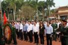 Các tân binh dâng hương tại Đền tưởng niệm các anh hùng liệt sỹ huyện Lâm Thao