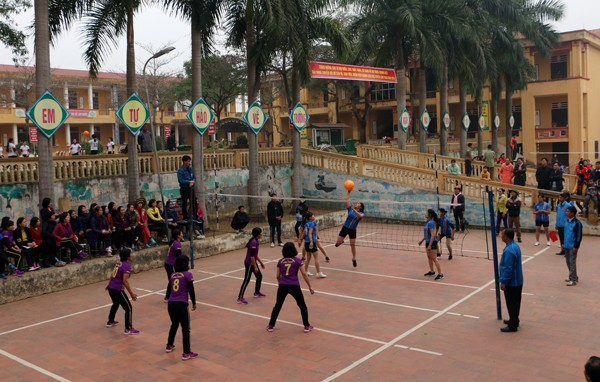 Khai mạc vòng chung kết giải bóng chuyền hơi nữ cán bộ, giáo viên, nhân viên ngành giáo dục huyện Lâm Thao năm 2018