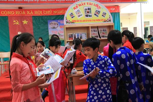 Ngày hội viết chữ đẹp và đọc sách dành cho học sinh tiểu học năm học 2017 – 2018.