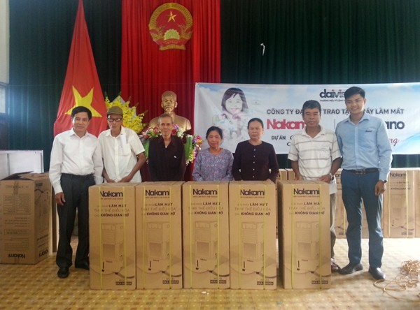 Hội chữ thập đỏ Lâm Thao trao tặng máy làm mát cho gia đình chính sách, hộ nghèo có hoàn cảnh đặc biệt khó khăn