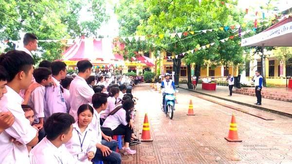 """Huyện đoàn Lâm Thao: """"Tập huấn kiến thức ATGT và kỹ năng lái xe an toàn"""""""